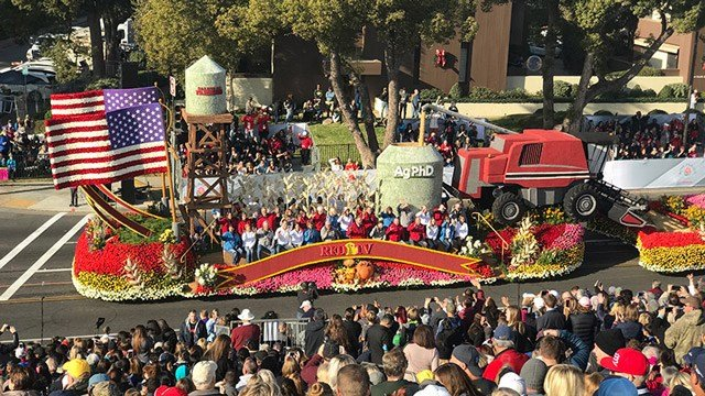 "AgPhD's ""Salute to Farmers"" float in the 2018 Rose Parade."