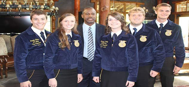 2016 presidential candidate Dr. Ben Carson poses with members of the Iowa FFA.