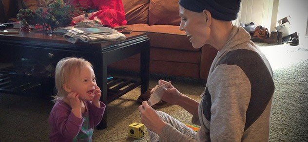 Joey Feek plays with daughter Indy.